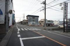 6.龍ヶ崎ショッピングセンターリブラが右手に見えて来る、左手に当院の看板が見えてきます