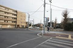 3.龍ヶ崎駅前交差点を薬師堂方向へ渡ります